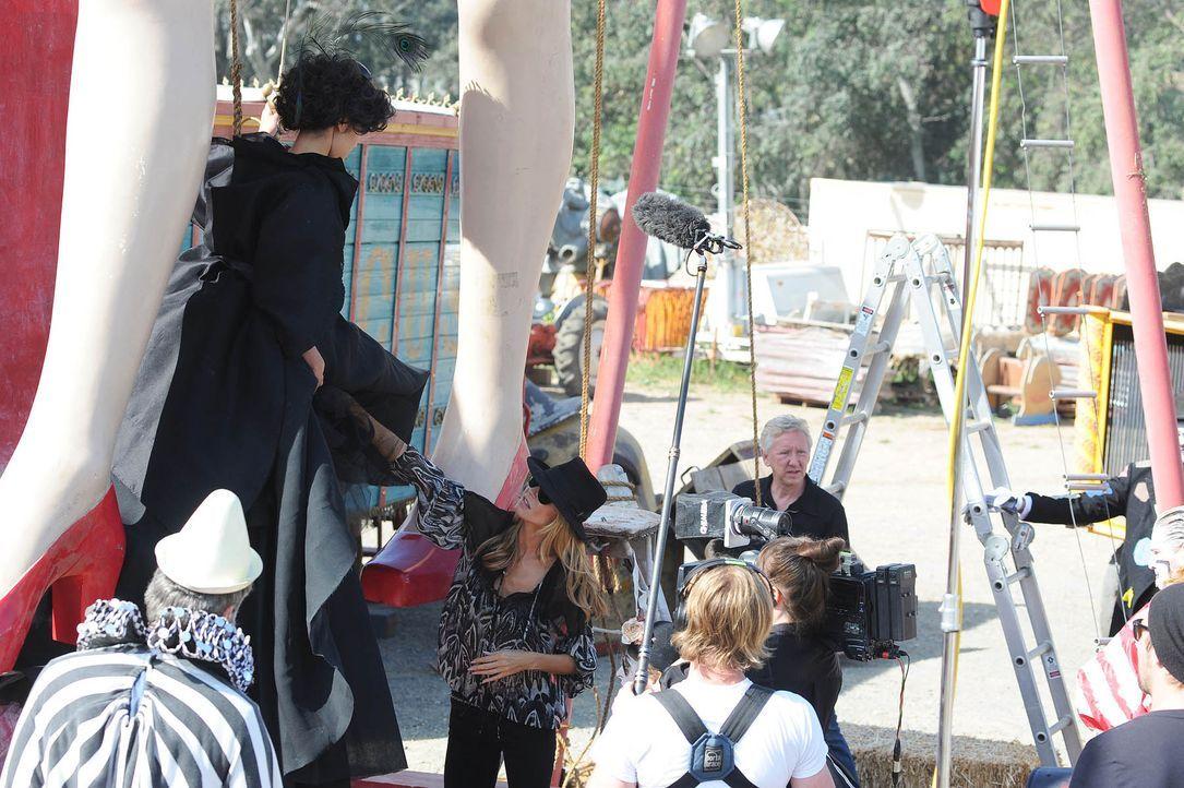 GNTM-Stf10-Epi13-Circus-Shooting-08-ProSieben-Micah-Smith - Bildquelle: ProSieben/ Micah Smith