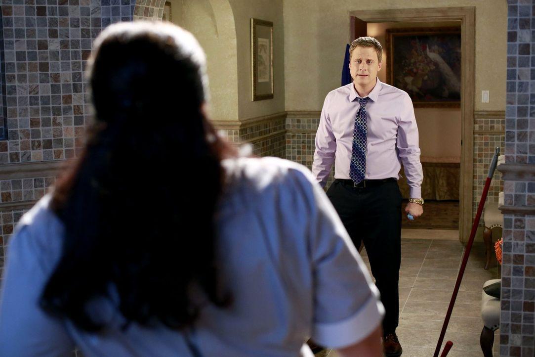 Noah (Alan Tudyk, r.) hat seine Frau für seine ehemalige Haushälterin Carmen (Bunnie Rivera, l.) verlassen. Nun konfrontiert er sie mit seiner Liebe... - Bildquelle: Warner Brothers