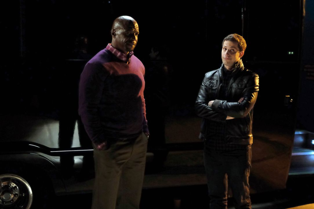 Terry Jeffords (Terry Crews, l.); Jake Peralta (Andy Samberg, r.) - Bildquelle: John P. Fleenor 2015 UNIVERSAL TELEVISION LLC. All rights reserved. / John P. Fleenor