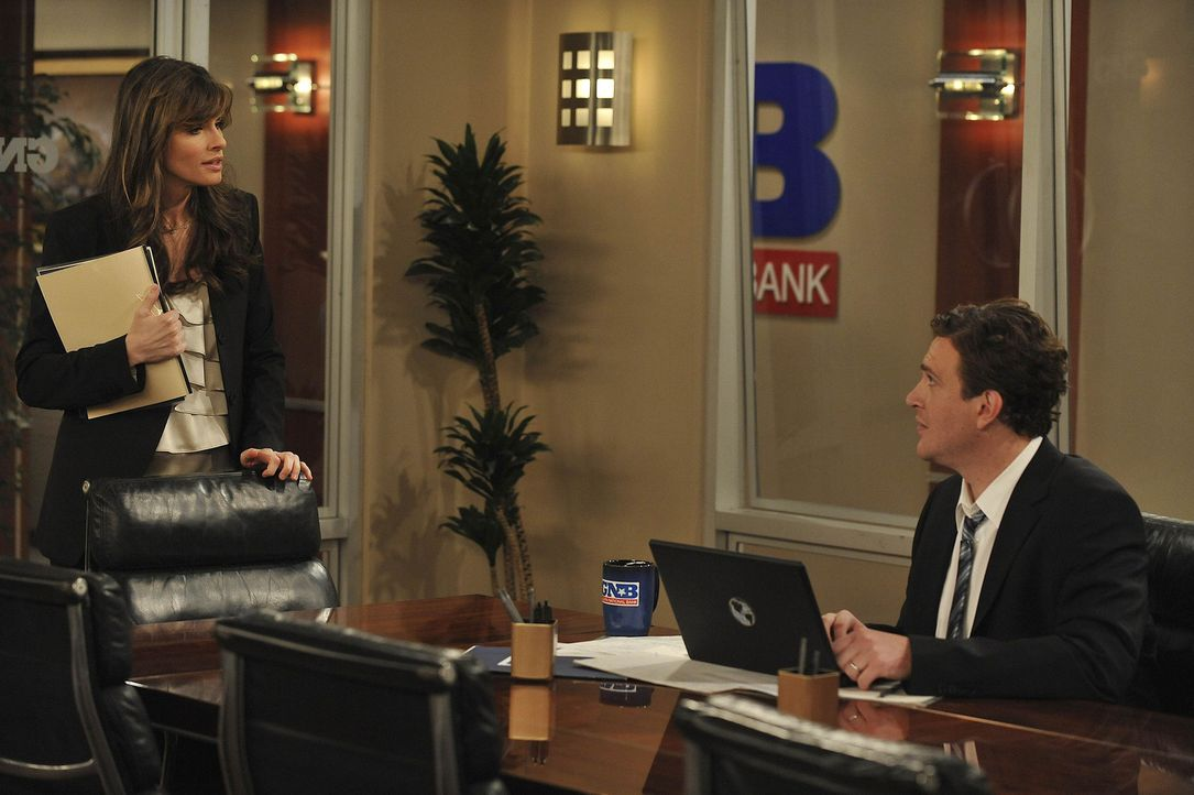 Sind seit kurzen Kollegen: Jenkins (Amanda Peet, l.) und Marshall (Jason Segel, r.) ... - Bildquelle: 20th Century Fox International Television