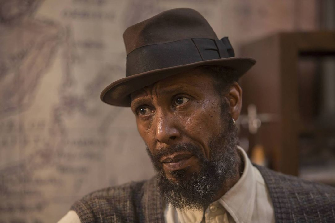 Wird von den Nachbarn für einen Obdachlosen gehalten, was bei Randall tiefsitzende Probleme mit Vorurteilen offenlegt: William (Ron Cephas Jones) ... - Bildquelle: Ron Batzdorff 2016-2017 Twentieth Century Fox Film Corporation.  All rights reserved.   2017 NBCUniversal Media, LLC.  All rights reserved.