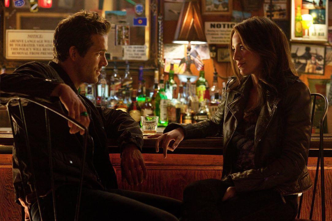 Der chaotische, draufgängerische Hal Jordan (Ryan Reynolds, l.) arbeitet als waghalsiger Testpilot und hofft darauf, endlich bei seiner Jugendliebe... - Bildquelle: Warner Bros.