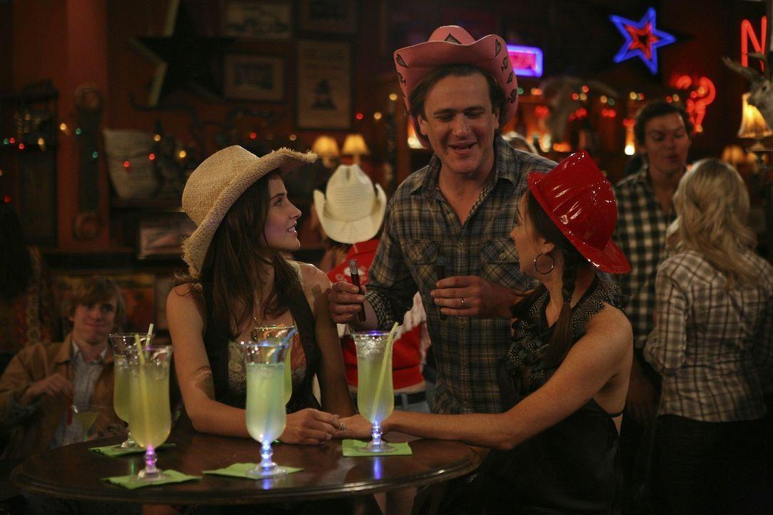 Da Robin (Cobie Smulders, l.) immer noch keinen Job hat und sich auch sonst nicht sonderlich wohl in ihrer Haut fühlt, will sie Zeit mit Lily (Alys... - Bildquelle: 20th Century Fox International Television