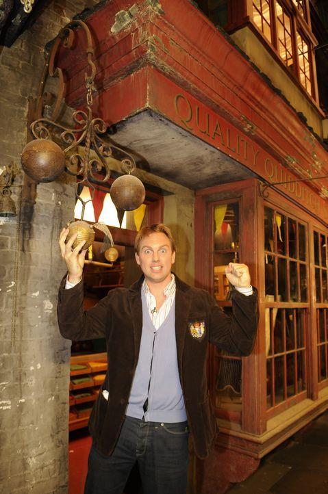 Moderator Steven Gätjen nimmt die Zuschauer exklusiv auf eine Reise hinter die Kulissen des größten Film-Zaubers der Gegenwart mit. - Bildquelle: STEVE FINN PHOTOGRAPHY