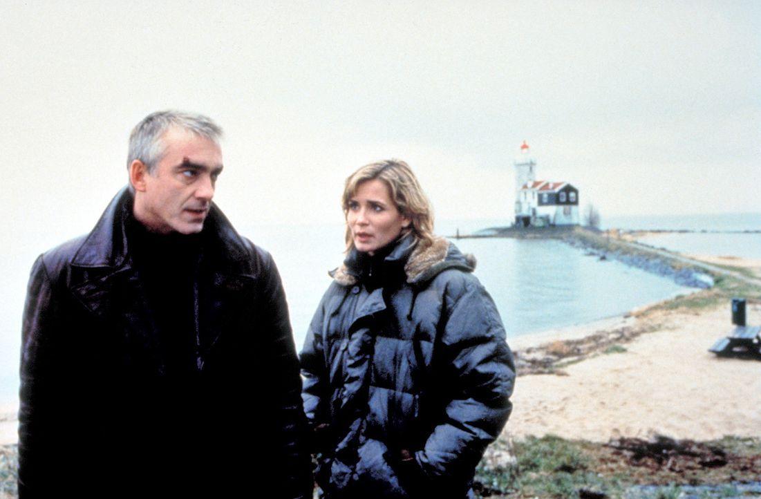 Wo ist Johanna? Marc (Christoph M. Ohrt, l.) und Tanja (Anja Kling, r.) können nicht glauben, dass ein Pirat für Johannas Verschwinden verantwortl... - Bildquelle: ProSieben