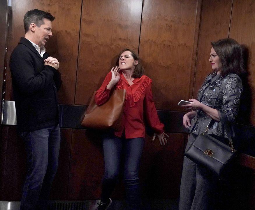 Als Jack (Sean Hayes, l.) Val (Molly Shannon, M.) anfährt, versucht Karen (Megan Mullally, r.) ihren Freund aus dem Schlamassel herauszuholen, doch... - Bildquelle: Chris Haston 2017 NBCUniversal Media, LLC / Chris Haston