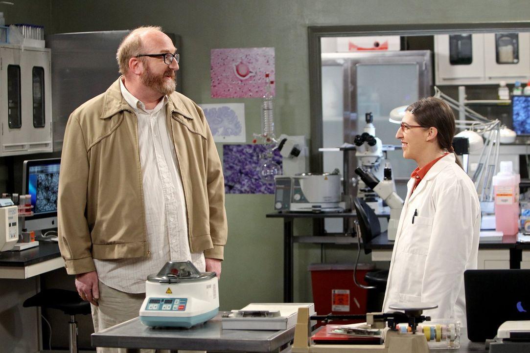 Während Sheldon allen auf die Nerven geht, weil er sich ein paar Tage freinehmen musste und nichts mit sich anzufangen weiß, wird Amy (Mayim Bialik,... - Bildquelle: Warner Brothers