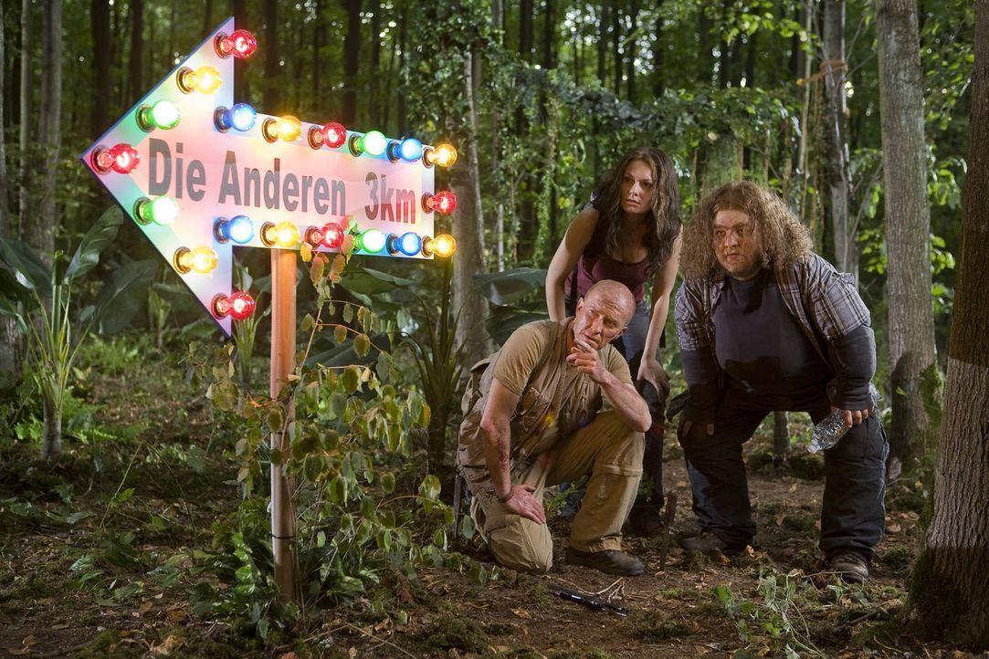 """""""Lost"""" geswitcht: Die verzweifelte Suche nach den Anderen. Wo sind sie bloß? Hurley (Bernhard Hoëcker, r.), Kate (Martina Hill, M.) und John (Pete... - Bildquelle: ProSieben"""