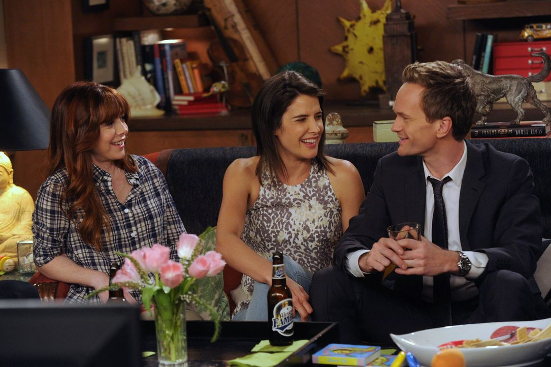 Barney (Neil Patrick Harris, r.) und Robin (Cobie Smulders, M.) erzählen Lily (Alyson Hannigan, l.) von ihrem Aufenthalt in Argentinien. Erzählen si... - Bildquelle: 2014 Twentieth Century Fox Film Corporation. All rights reserved.