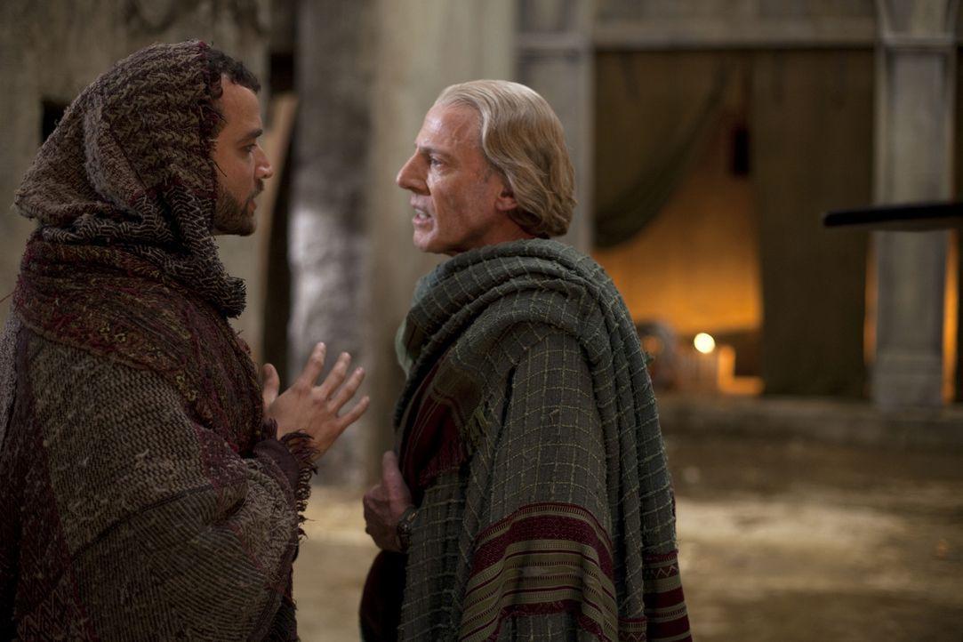 Während Spartacus glaubt, seinen Verstand zu verlieren, entwirft Batiatuts einen hinterhältigen Plan, um seine Feinde Solonius (Craig Walsh-Wright... - Bildquelle: 2010 Starz Entertainment, LLC