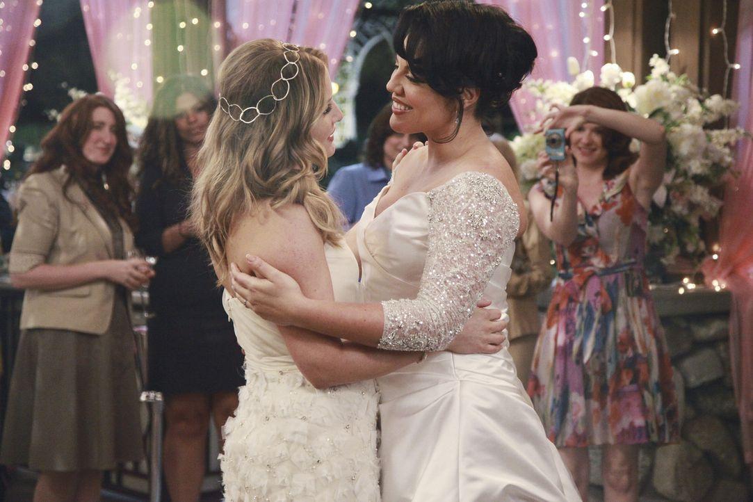 Während die Vorbereitungen für die Hochzeit von Callie (Sara Ramirez, r.) und Arizona (Jessica Capshaw, l.) auf Hochtouren laufen,  macht Alex die... - Bildquelle: ABC Studios