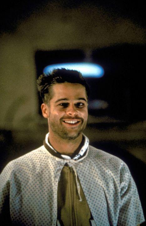 Jeffrey Goines (Brad Pitt) hat eine Vorliebe für besonders makabre Versuche …