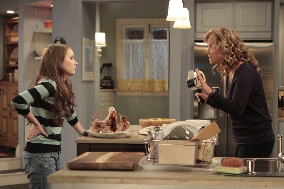 Während Thanksgiving ist Vanessa (Nancy Travis, r.) gestresster als sonst. Das bekommt nicht nur Tochter Eve (Kaitlyn Dever, l.) zu spüren ... - Bildquelle: 2011 Twentieth Century Fox Film Corporation