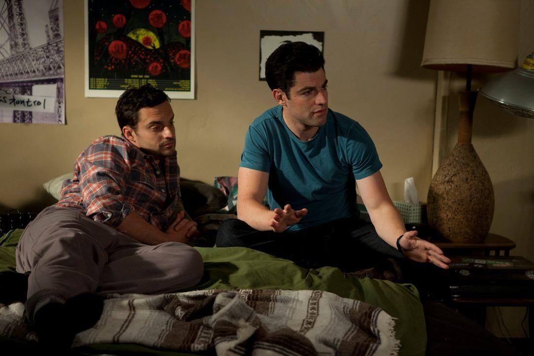 Nick (Jake M. Johnson, l.) hat ständig einundzwanzigjährige College-Studentinnen in seinem Bett und weiß nicht, wie er sie wieder loswerden soll. Er... - Bildquelle: 20th Century Fox