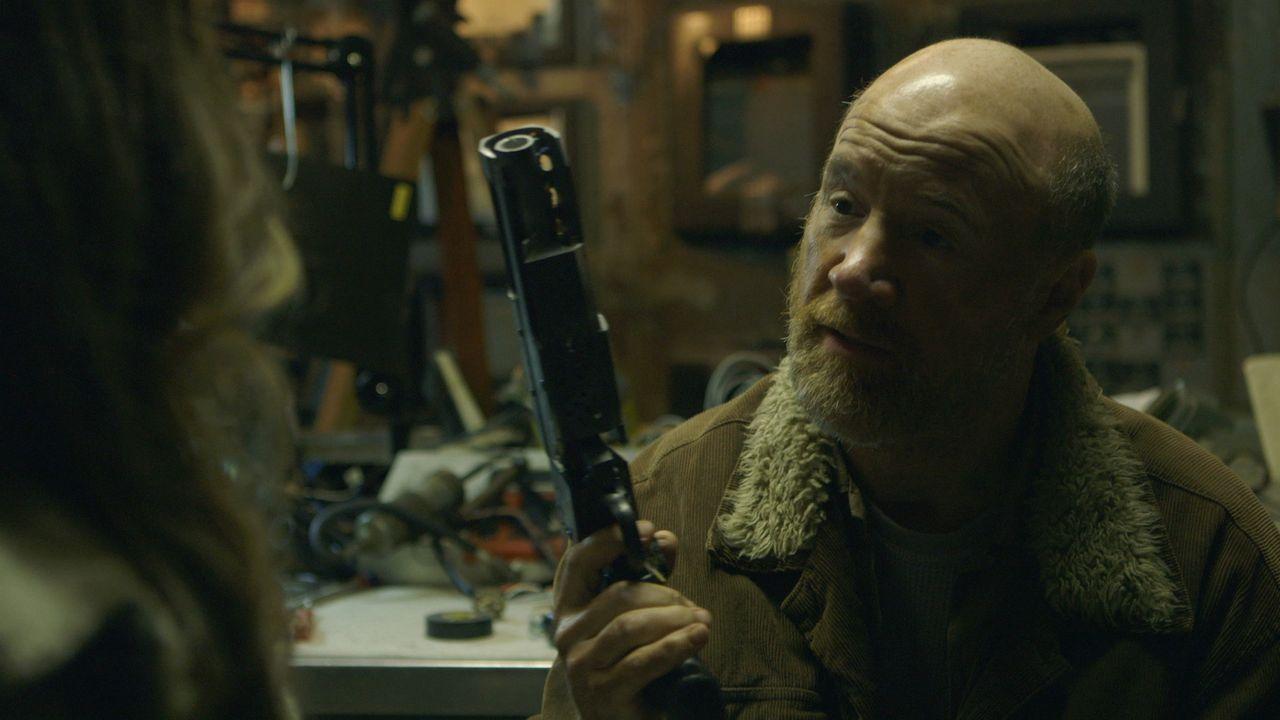 Mit Tinker (Michael Monks) ist nicht zu spaßen, aber ist er wirklich so böse wie es auf den ersten Blick scheint? - Bildquelle: 2015 Fox Digital Entertainment, Inc.  All rights reserved.