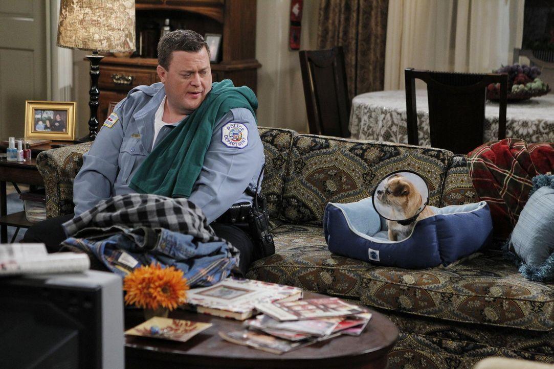 Thanksgiving steht vor der Tür, und eigentlich ist Mike (Billy Gardell) auf Diät - doch wird er durchhalten? - Bildquelle: Warner Brothers