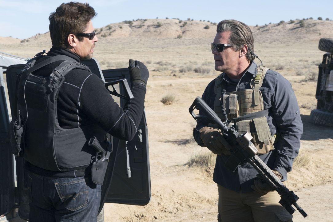 Alejandro (Benicio del Toro, l.); Matt Graver (Josh Brolin, r.) - Bildquelle: Richard Foreman 2018 Soldado Movie, LLC. All Rights Reserved. / Richard Foreman