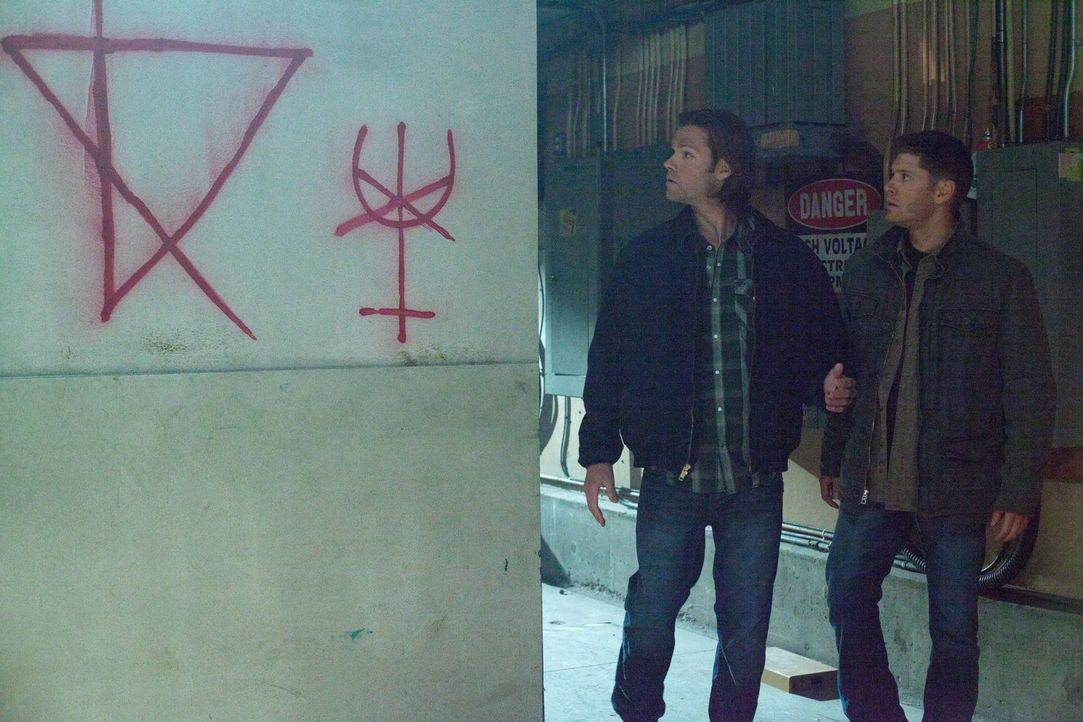 Eigentlich ist Dean (Jensen Ackles, r.) davon überzeugt, dass Sam (Jared Padalecki, l.) nie wieder mit ihm jagen will. Doch bisher hat sich Sam noch... - Bildquelle: Warner Bros. Television