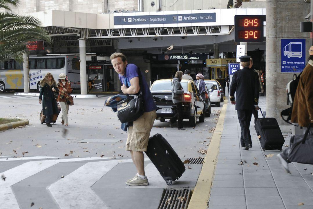 Pitschi (Maximilian Brückner) findet sein Leben langweilig und beschließt kurzerhand nach Buenos Aires abzuhauen. Dort angekommen stellt sich jedoch... - Bildquelle: Sony Pictures Television Inc. All Rights Reserved.