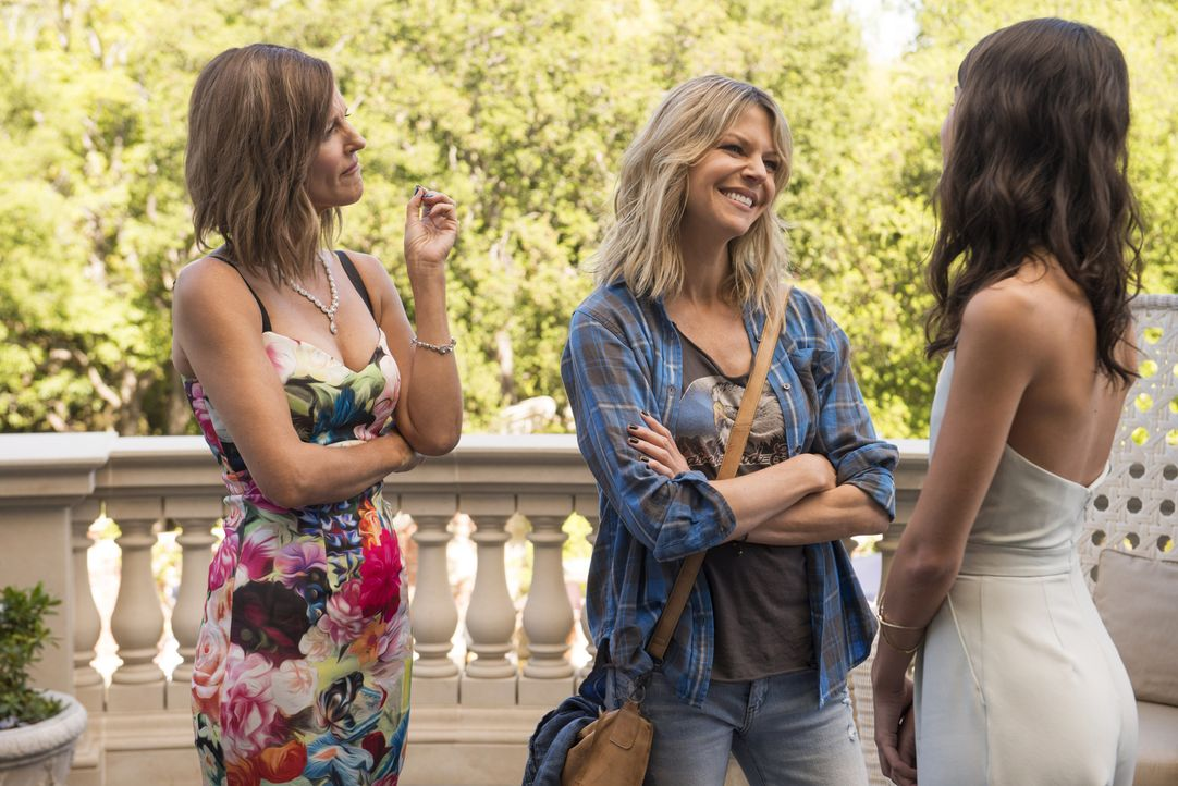 Dass die Chemie zwischen Mickey (Kaitlin Olson, M.) und ihrer Tochter nicht stimmt, muss Pamela (Tricia O'Kelley, l.) bereits bei der ersten Begegnu... - Bildquelle: 2017 Fox and its related entities.  All rights reserved.