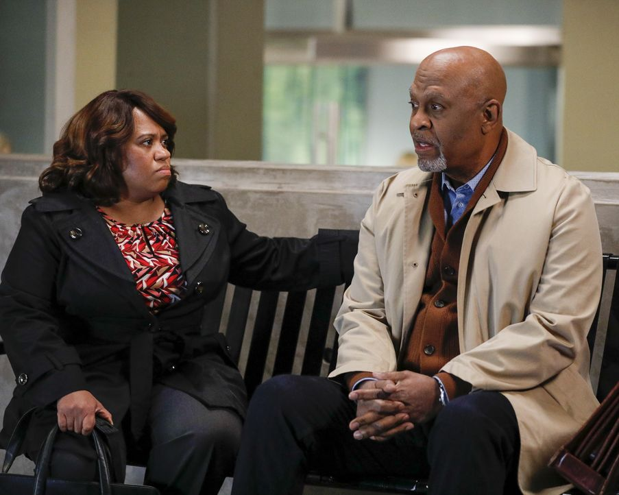 Dr. Miranda Bailey (Chandra Wilson, l.); Dr. Richard Webber (James Pickens jr., r.) - Bildquelle: Raymond Liu 2020 American Broadcasting Companies, Inc. All rights reserved. / Raymond Liu