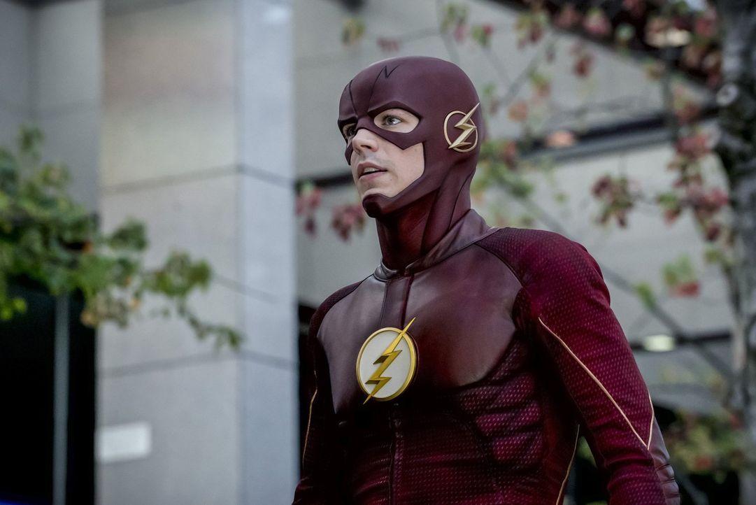 Als ein Monster die Stadt angreift versucht Barry alias Flash (Grant Gustin), nicht nur die Bevölkerung zu beschützen, sondern auch sein Verhältnis... - Bildquelle: 2016 Warner Bros.