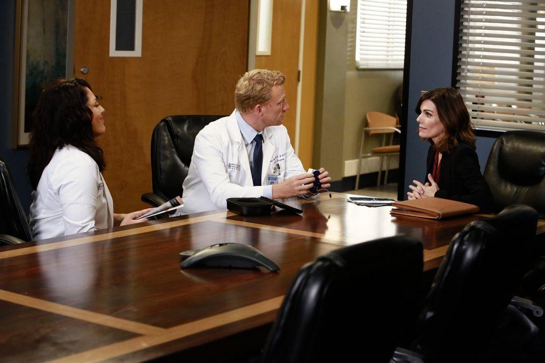 Während Meredith, Miranda und Maggie eine Patientin mit einem sehr komplizierten Tumor behandeln, glaubt Callie (Sara Ramirez, l.), dass Technik-Ver... - Bildquelle: ABC Studios