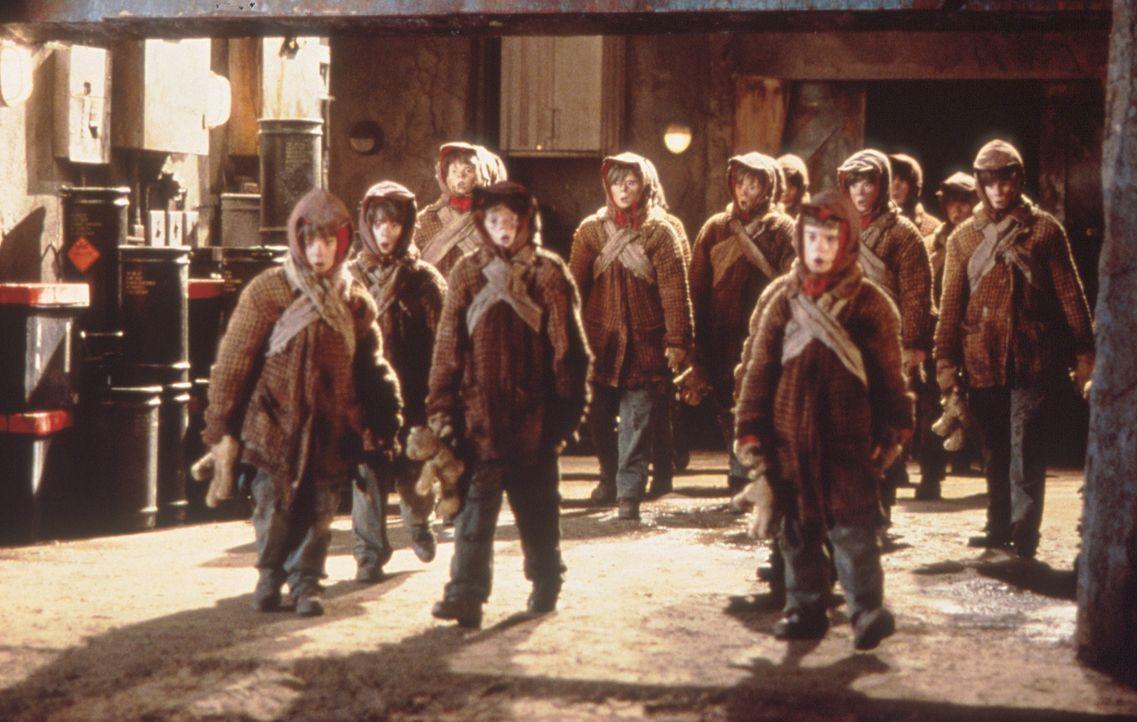 Eine mörderische Armee ... - Bildquelle: Columbia TriStar