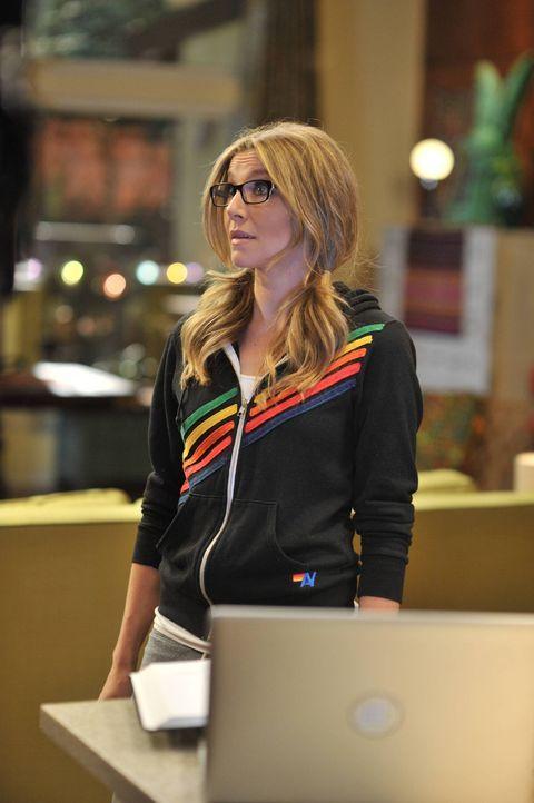 Polly (Sarah Chalke) glaubt, dass Julian seine neue Freundin Olivia eigentlich gar nicht liebt. Hat sie Recht? - Bildquelle: 2013 American Broadcasting Companies. All rights reserved.