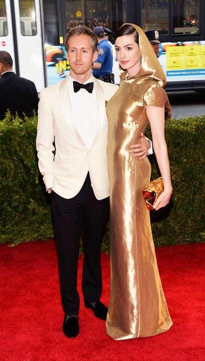 Met-Ball-Anne-Hathaway-Adam-Shulman-15-05-04-dpa - Bildquelle: dpa