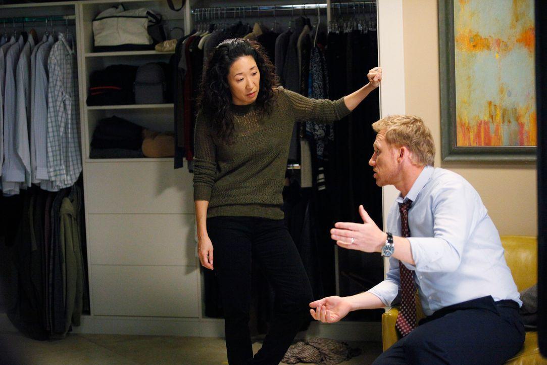 Während ein Patient über Leben und Tod entscheiden muss, stellt sich Cristina (Sandra Oh, l.) die Frage, ob sie noch eine gemeinsame Zukunft mit Owe... - Bildquelle: ABC Studios