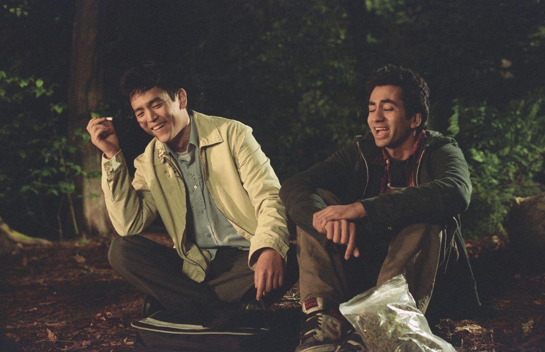 Harold (John Cho, l.) und Kumar (Kal Penn, r.) haben eine große gemeinsame Leidenschaft: Gutes, richtig gutes Haschisch. Allerdings bekommen sie na...