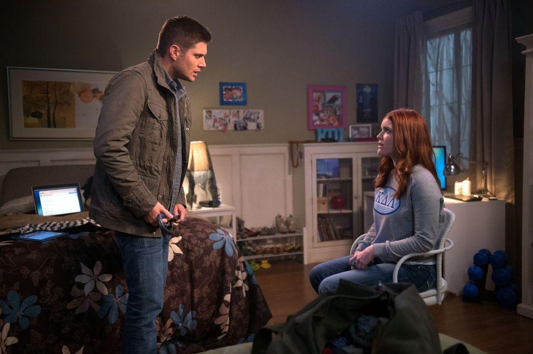Nach und nach sterben Deliahs (Willa Milner, r.) Freunde auf mysteriöse Weise. Wird sie Dean (Jensen Ackles, l.) und Sam verraten, welches dunkles G... - Bildquelle: 2016 Warner Brothers