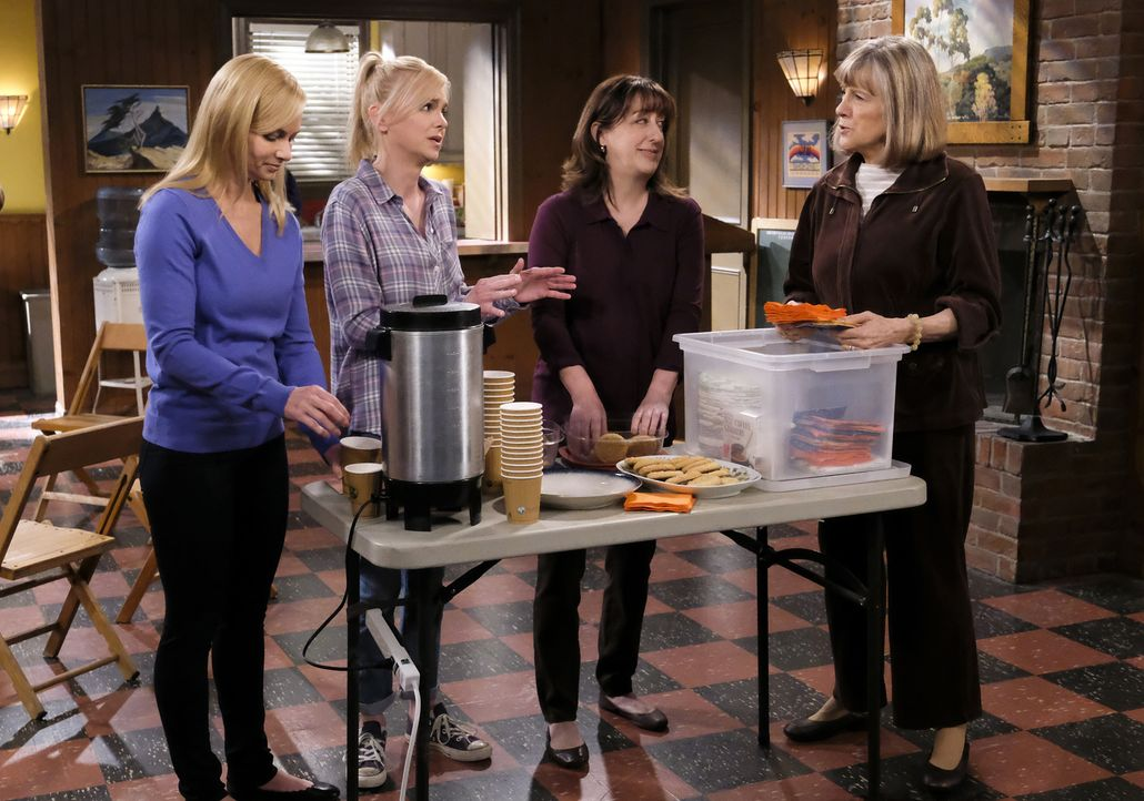 (v.l.n.r.) Jill (Jaime Pressly); Christy (Anna Faris); Wendy (Beth Hall); Marjorie (Mimi Kennedy) - Bildquelle: Tyler Golden 2018 WBEI. All rights reserved.