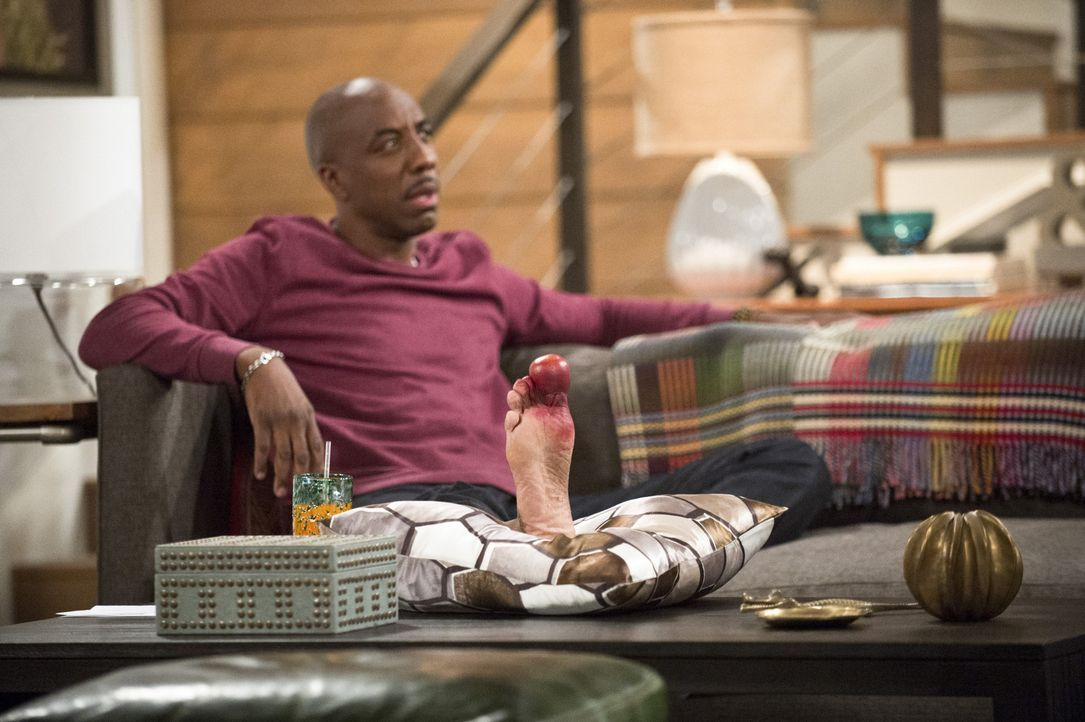 Was ist nur mit Ray (J.B. Smoove) los? - Bildquelle: 2013 CBS Broadcasting, Inc. All Rights Reserved.