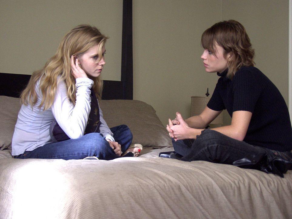 Die lesbische Jennifer (Lauren German, r.) versucht ihre ehemalige Liebesbeziehung zu Elise (Melissa Sagemiller, l.) wieder aufleben zu lassen. Doch...