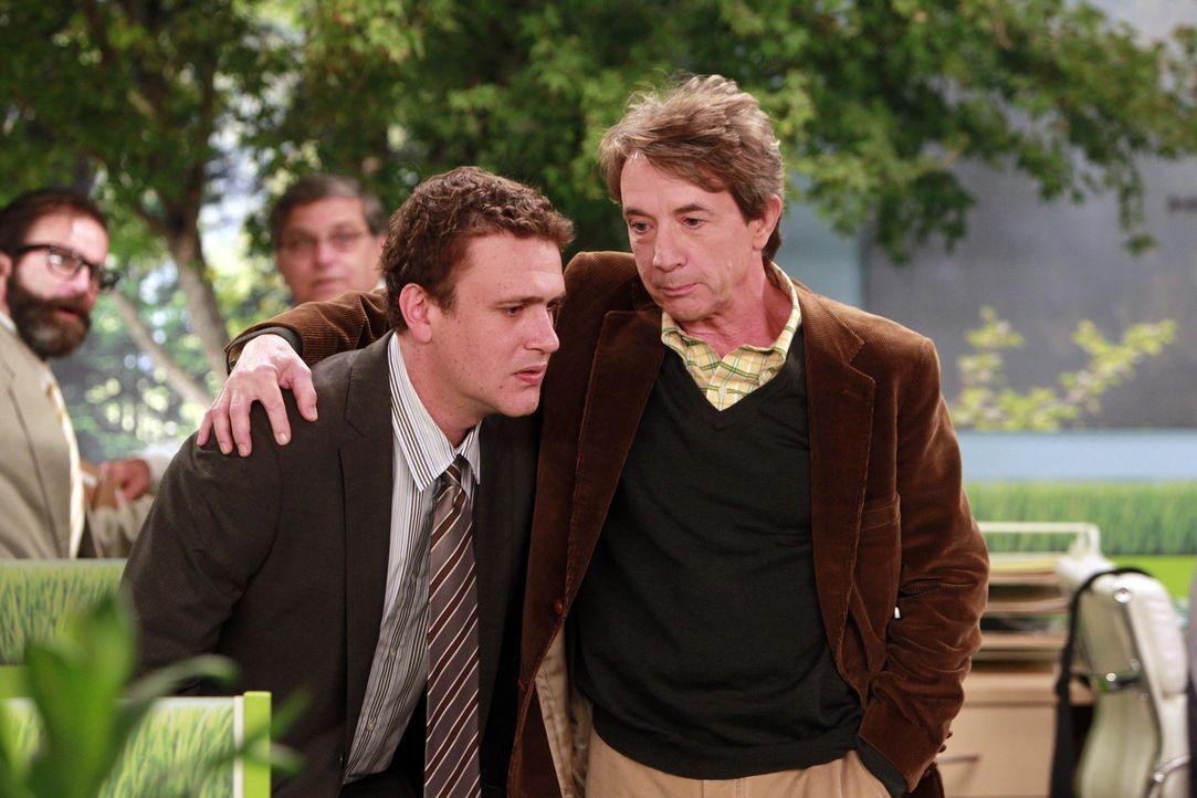 Während sich Robin und ihr Therapeut näher kommen, befindet sich Marshall (Jason Segel, l.) auf Kollisionskurs mit seinem neuen Chef Garrison Coot... - Bildquelle: 20th Century Fox International Television