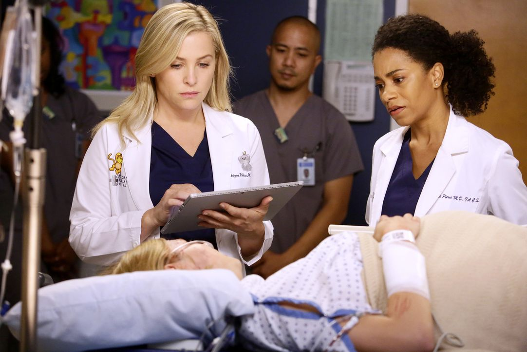 Müssen sich um eine schwangere Frau kümmern, die in einen Verkehrsunfall geraten ist: Arizona (Jessica Capshaw, l.) und Maggie (Kelly McCreary, r.)... - Bildquelle: Nicole Wilder 2016 American Broadcasting Companies, Inc. All rights reserved.