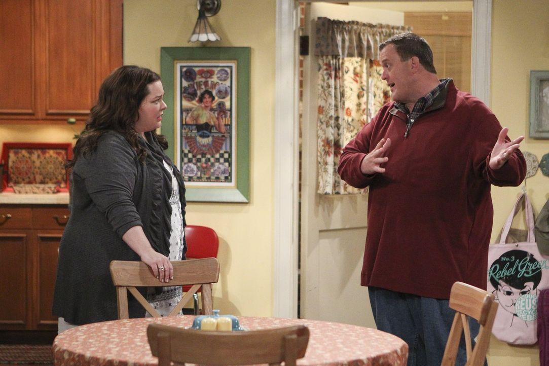 Wird sich die Schreibblockade auch auf ihre Beziehung ausweiten? Mike (Billy Gardell, r.) und Molly (Melissa McCarthy, l.) ... - Bildquelle: Warner Brothers