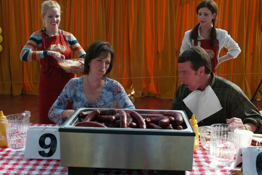 Um die Nachbarn von ihren Qualitäten zu überzeugen, nehmen Hal (Bryan Cranston, r.) und Lois (Jane Kaczmarek, l.) am Wurst-Wettessen teil ... - Bildquelle: TM +   2000 Twentieth Century Fox Film Corporation. All Rights Reserved.