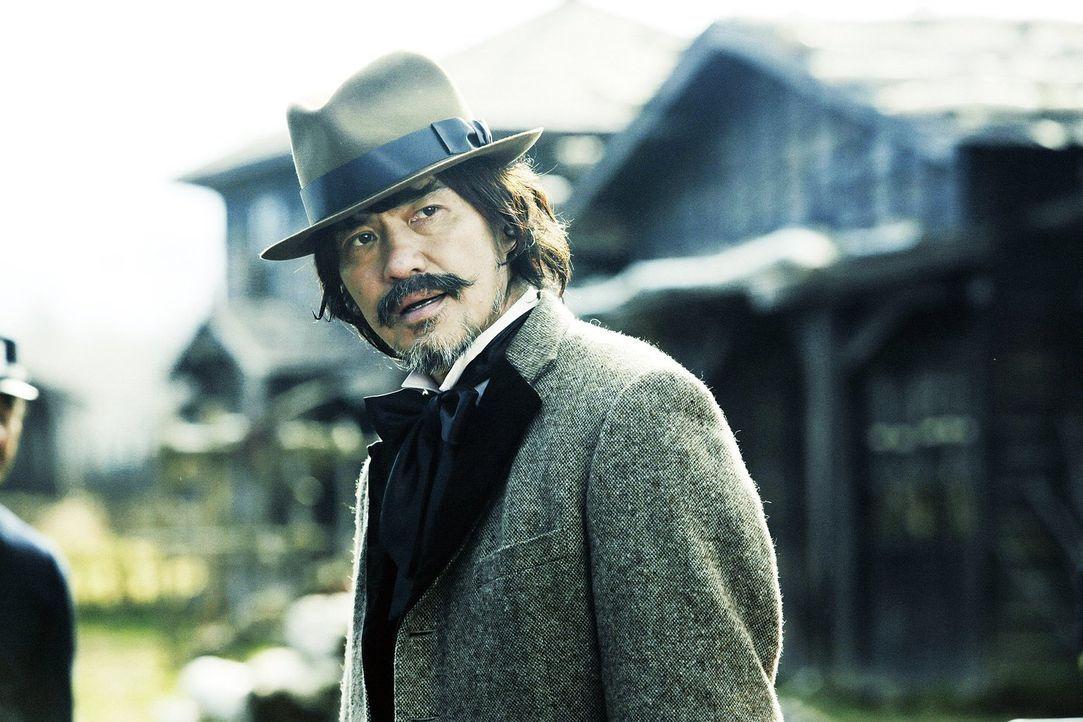 Der Gesetzeshüter einer kleinen Grenzstadt, Ichizo Oishi (Kôichi Satô), trifft eine folgenschwere Entscheidung, als er zwei Brüder für eine Gräuelta... - Bildquelle: Warner Bros.