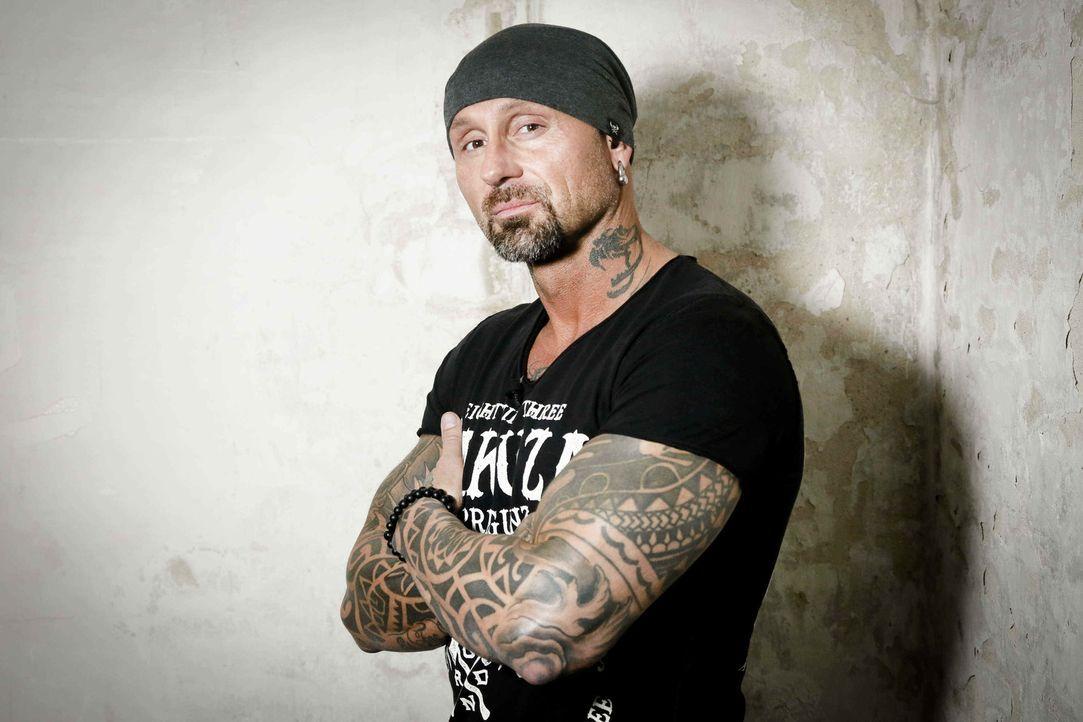 """(2. Staffel) - Ist dieses Tattoo noch zu retten? Bertram """"Berti"""" Krause trennt die tätowierte Spreu vom Weizen ... - Bildquelle: Richard Hübner sixx"""