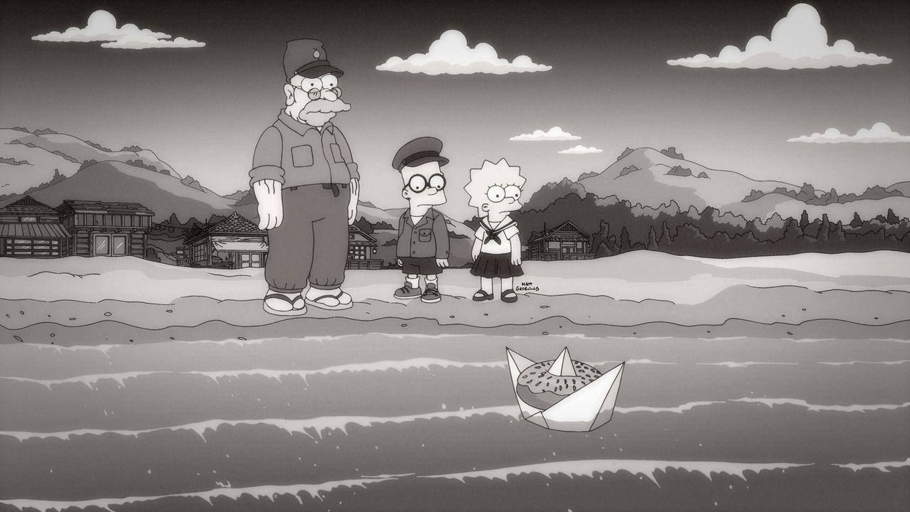 Um das Seemonster Homerzilla zu besänftigen, wirft Abraham (l.) ihm täglich einen Donut ins Meer. Bart (M.) und Lisa (r.) finden dies zwar überflüss... - Bildquelle: 2015 Fox and its related entities.  All rights reserved.