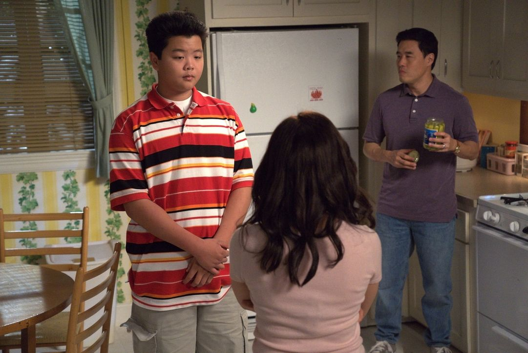 Eddie Huang (Hudson Yang, l.); Louis Huang (Randall Park, r.) - Bildquelle: 2018-2019 American Broadcasting Companies.  All rights reserved.