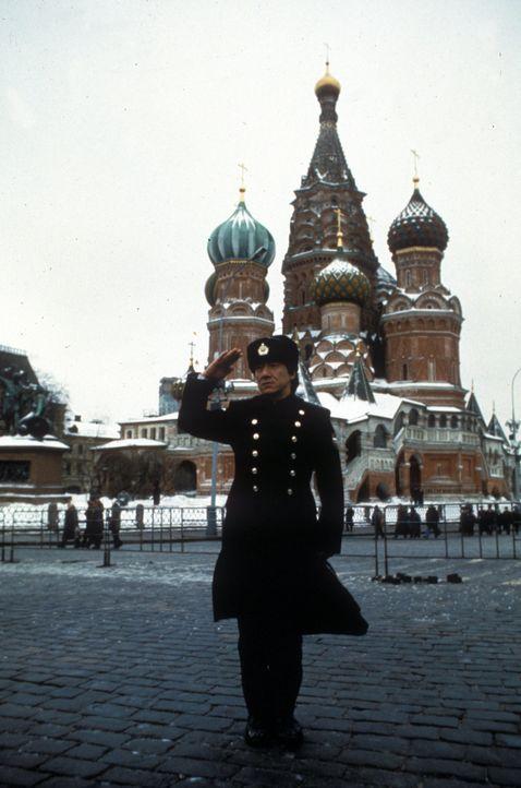 Soll eine Verdächtige auf ihrem Weg in die Ukraine beschatten und dezimiert dabei seine Gegner von der Russenmafia: Jacke (Jackie Chan). - Bildquelle: Warner Bros.