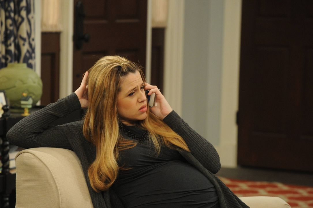 Eine einzige Rechnung bringt Andi (Majandra Delfino) einige Sorgen ein ... - Bildquelle: 2013 CBS Broadcasting, Inc. All Rights Reserved.