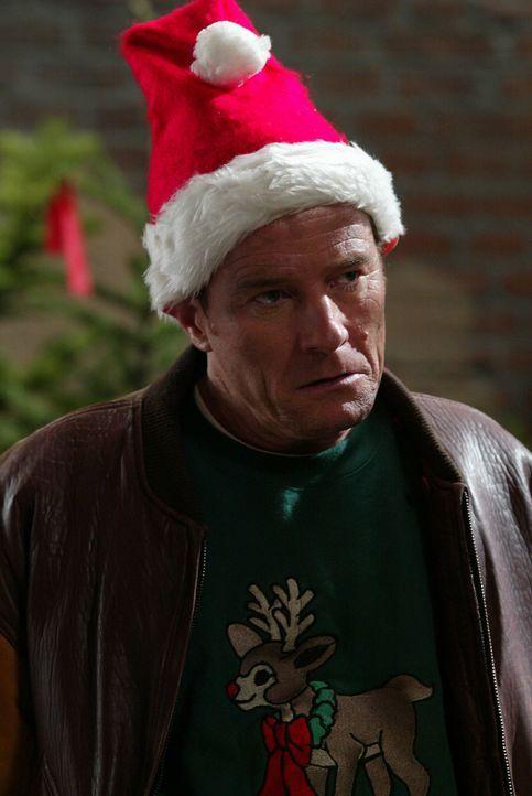 Da Hal (Bryan Cranston) kurz vor Weihnachten seinen Job verloren hat, hat er eine besondere Idee um Geld zu verdienen ... - Bildquelle: TM +   2000 Twentieth Century Fox Film Corporation. All Rights Reserved.