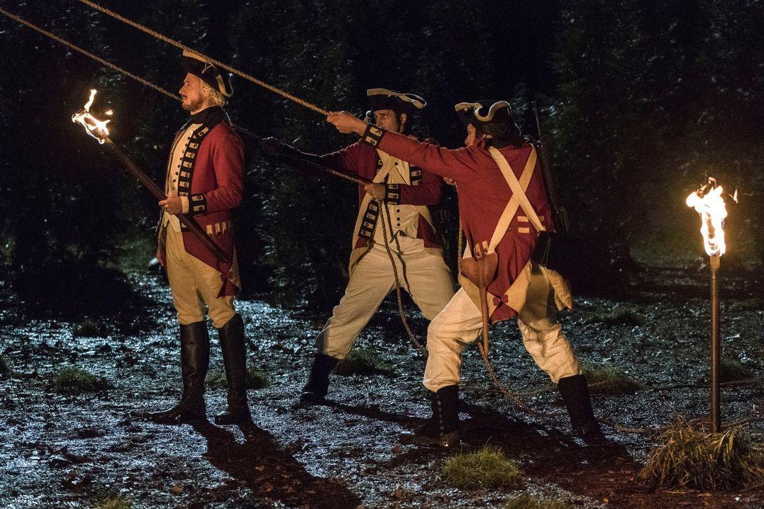 Als hätten die Legends nicht schon genug damit zu tun, die amerikanische Geschichte zu retten, müssen sie auch noch versuchen, Rip (Arthur Darvill,... - Bildquelle: Warner Brothers