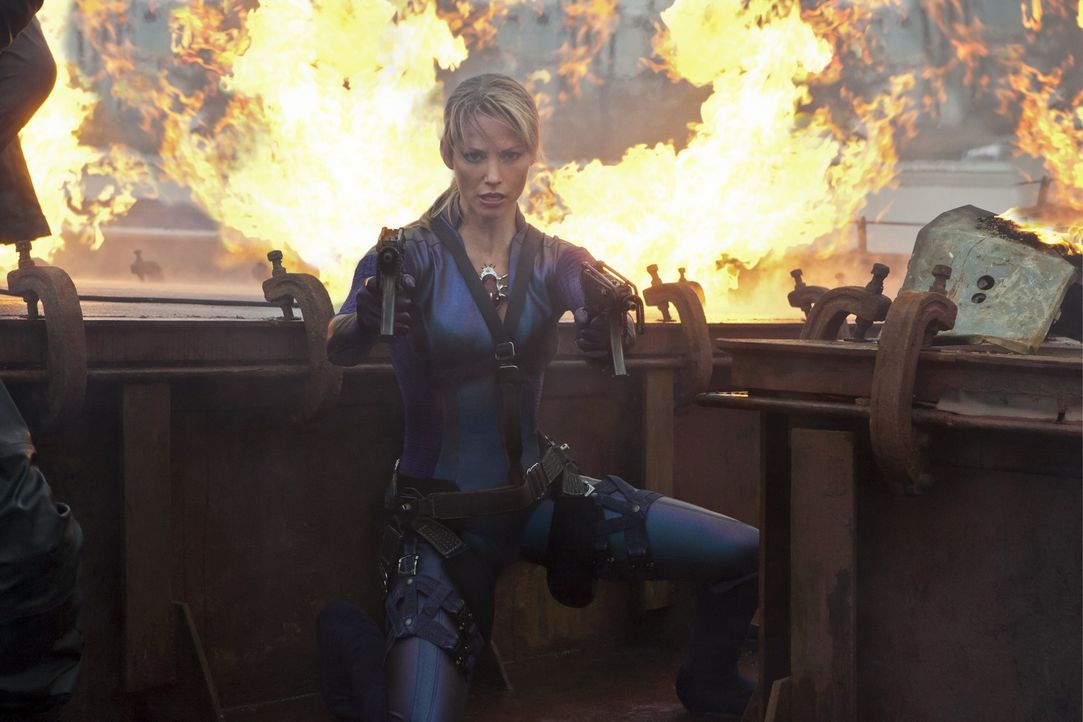 Will Alice um jeden Preis vernichten: Jill Valentine (Sienna Guillory) ... - Bildquelle: 2011 Davis Films/Impact Pictures (RE5) Inc. and Constantin Film International GmbH.