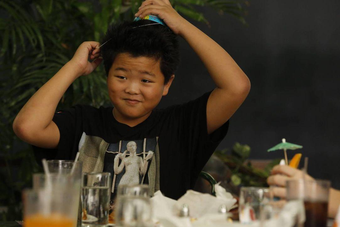 Sein Geburtstag steht bevor: Eddie (Hudson Yang) ... - Bildquelle: 2015-2016 American Broadcasting Companies. All rights reserved.